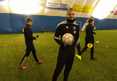 Liigaseurassa FC Interissä pelannut Mikko Kuningas mukaan PEPO treeneihin